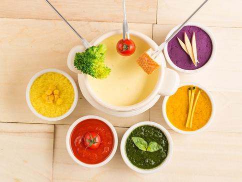 ストーリアからインスタ映え抜群のカラフルな「チーズフォンデュ」🎈