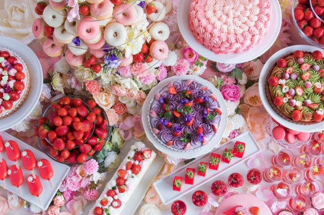 フェアリー気分を味わえる💖『花の妖精が集うストロベリーデザートビュッフェ~お花の世界にかこまれて~』開催💐