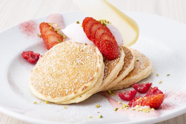 春にしか食べられない♡NY発「サラベス」の苺のティラミスパンケーキが期間限定で登場🥞🍓