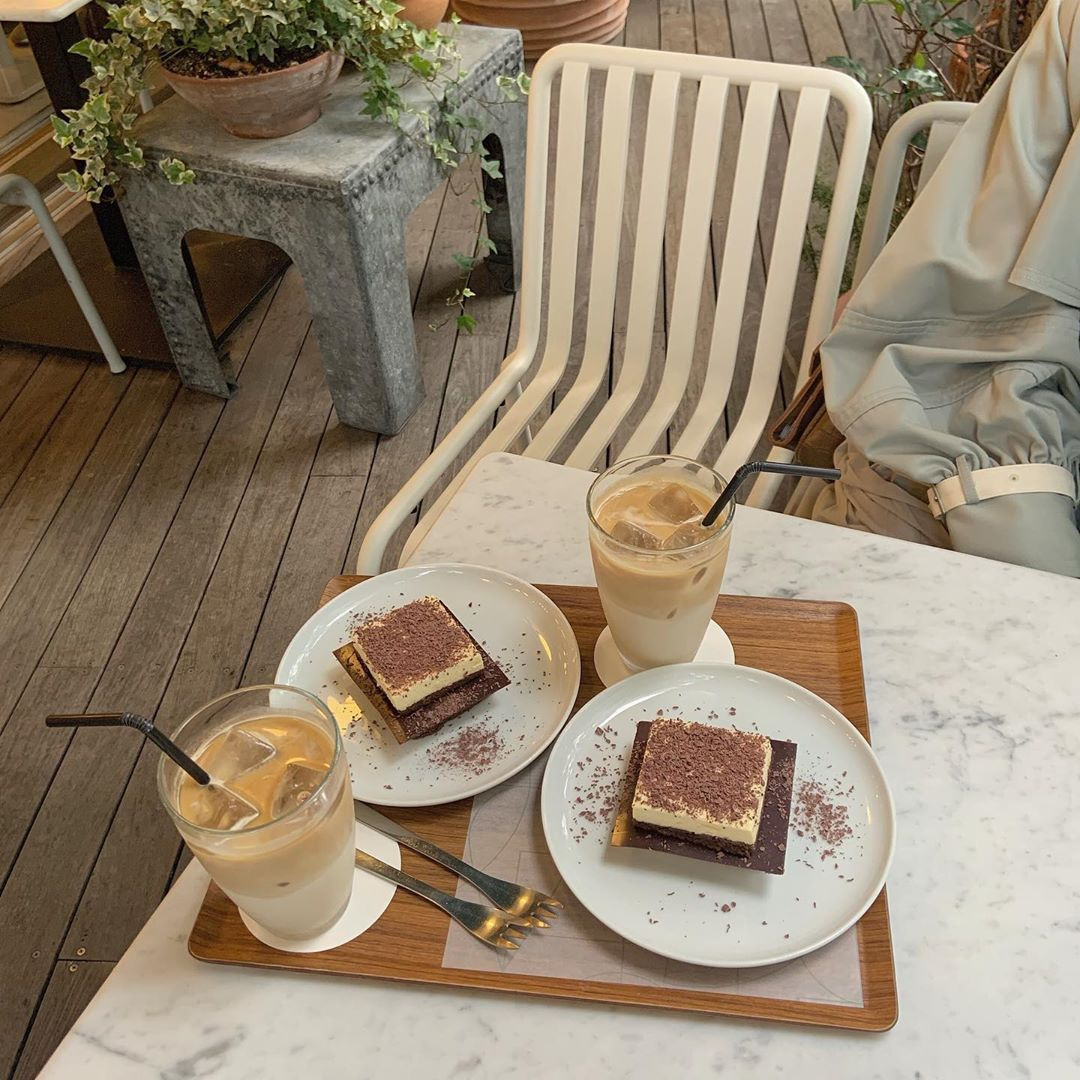 人気チョコレート店プロデュース!シンプルかわいい『WHITE GLASS COFFEE』🌟