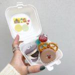 テイクアウトBOXも可愛い♡原宿の韓国マカロンカフェ🍓『Hellocaron』💖