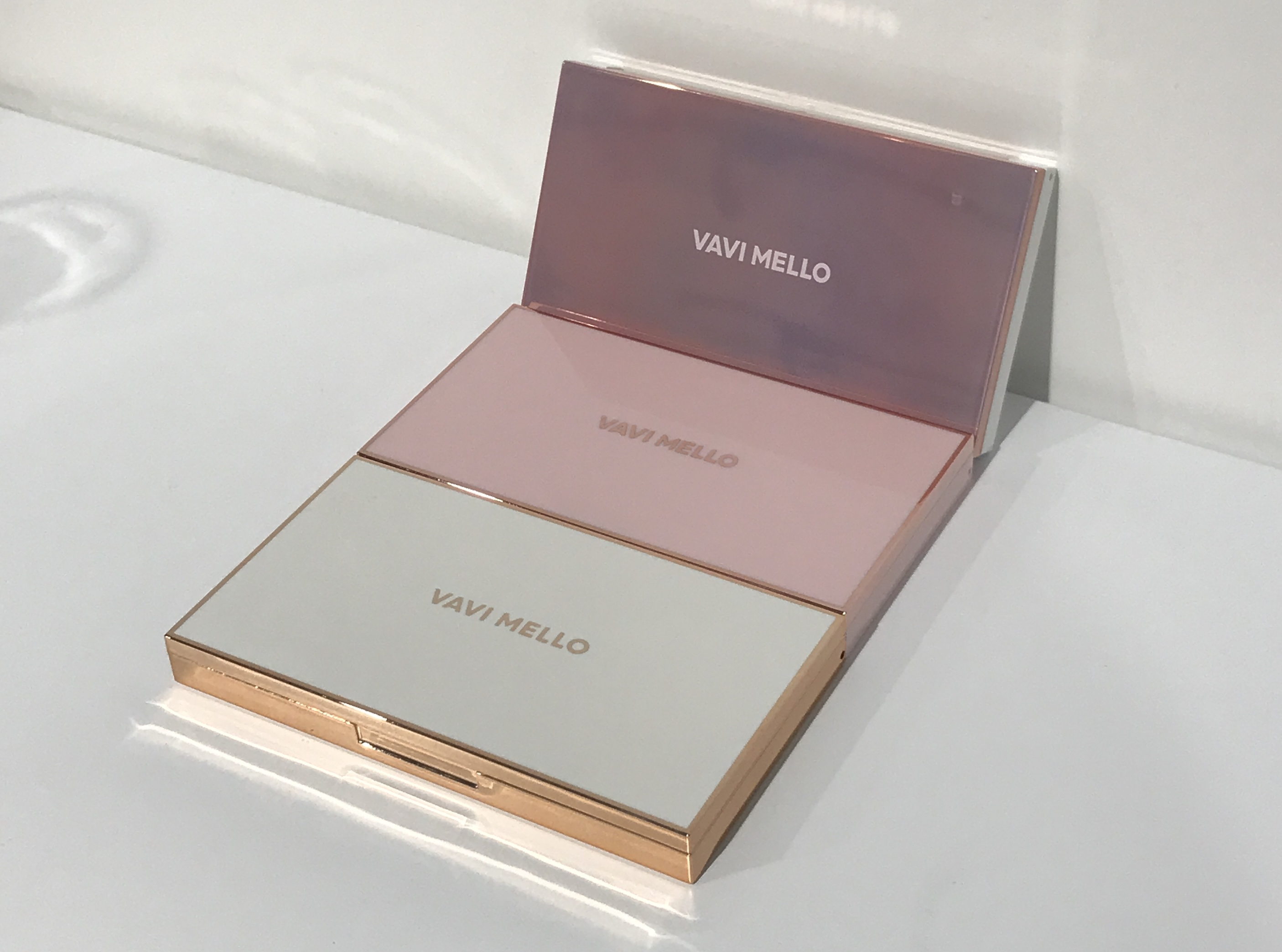 """どのカラーを買うか迷っている人必見👀💘【VAVI MELLO】人気の""""捨て色ナシ""""パレット3種🌸🧞♀️"""