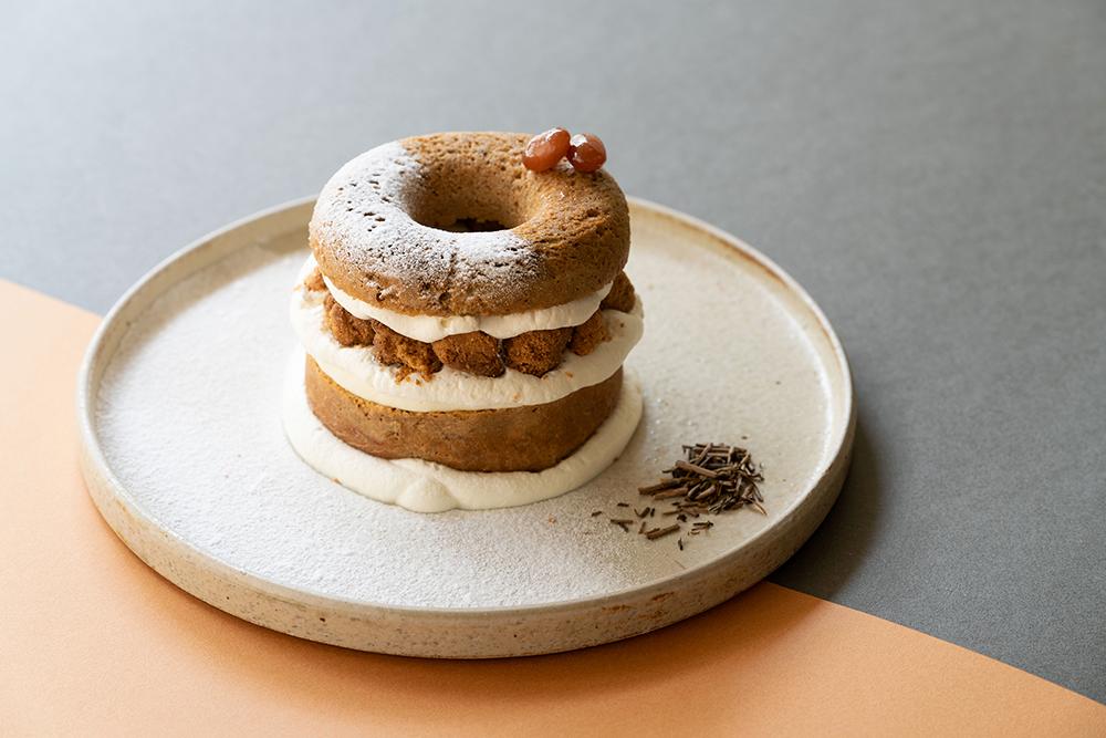 京都で話題の体験型ドーナツファクトリー「koe donuts」にて、ほうじ茶の香ばしさとチーズの風味が相性抜群な「ドーナツメルト ほうじ茶チーズケーキ」 が登場🧀💗
