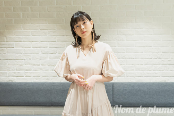 huluオリジナル「息をひそめて」石井杏奈 実家に帰れない、寮で暮らす大学生を演じる。